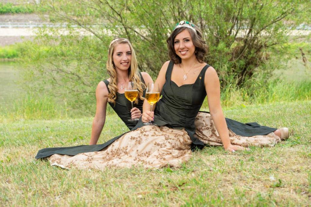 Weinmajestaeten-Lydia-und-Stefanie